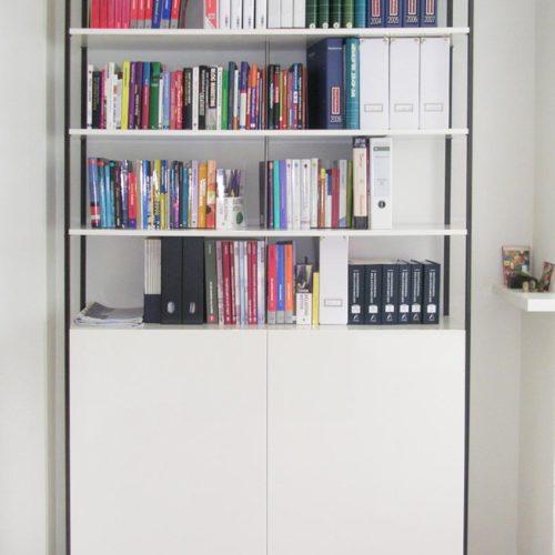 Kantoorruimte 'at home at work': boekenkast