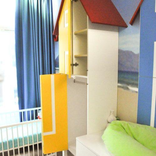 Kinderkamer met strandthema in een Amsterdams appartement. Ontwerper: Edwin de Kuiper, studio STIJLAPART.