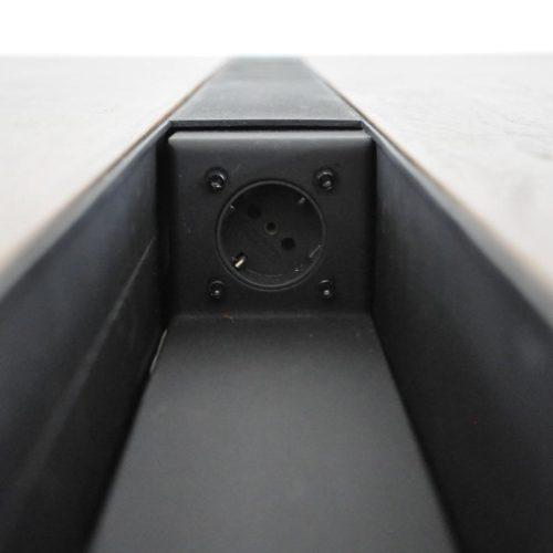 Door het eenvoudige opbergsysteem is de werktafel in een handomdraai ook goed te gebruiken als vergader- of eettafel. Ontwerper: Edwin de Kuiper van studio STIJLAPART.