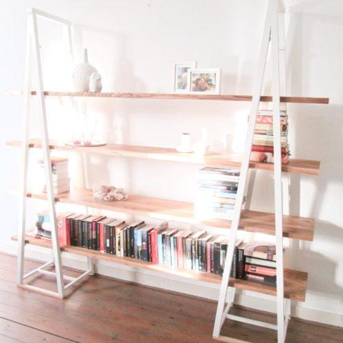 De boekenkast 'Endless legs' is ook goed te gebruiken als scheidingswand. Ontwerp van Edwin de Kuiper van studio STIJLAPART.
