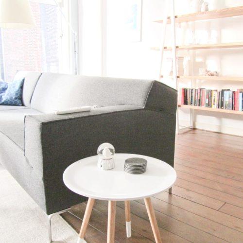 Zo hebt u een idee van hoe de boekenkast 'Endless legs' in de woonkamer staat. Ontwerp van Edwin de Kuiper van studio STIJLAPART.