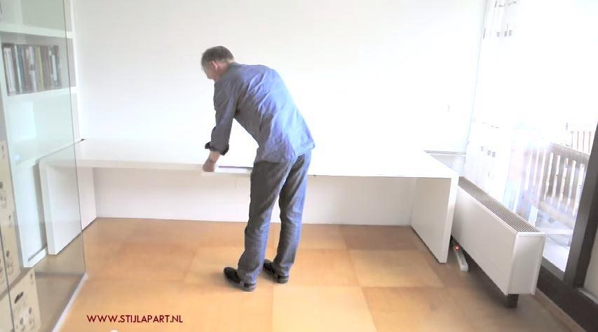 In dit korte filmpje ziet u hoe u het bureau 'folded' eenvoudig kunt 'vouwen' tot een hoekbureau.