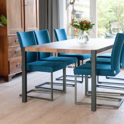 Foto bij klant van de eettafel of werktafel voor zes personen, 'Table basics'.