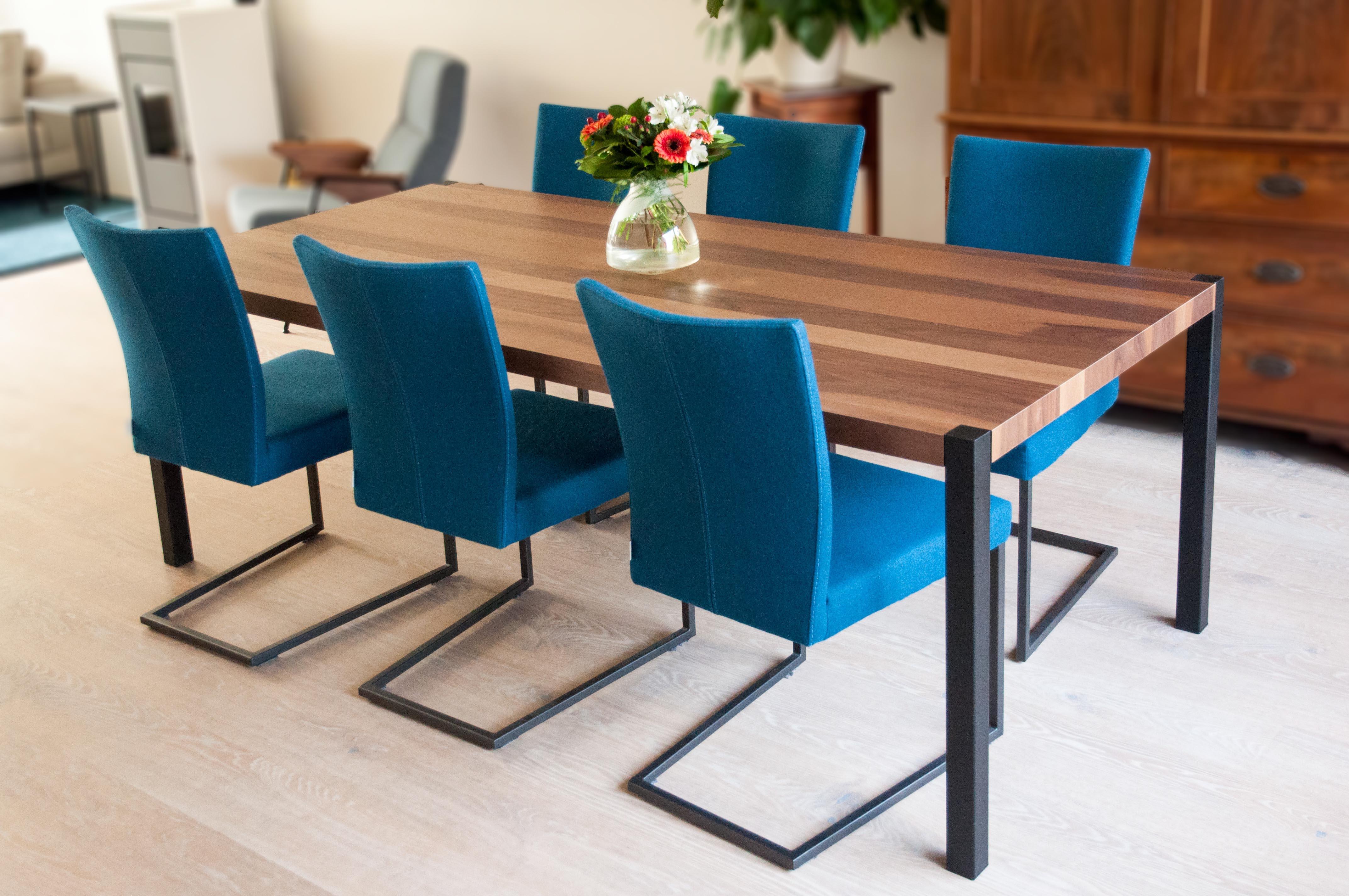 Interieurontwerp met ingebouwd dressoir in u vormige huiskamer en keuken for Foto van interieurontwerp