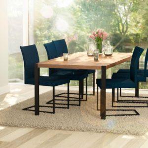 Sfeerbeeld Gewoon een mooie eettafel of werktafel voor zes personen, 'Table basics'.