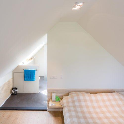 Slaapkamer met badkamer op zolder