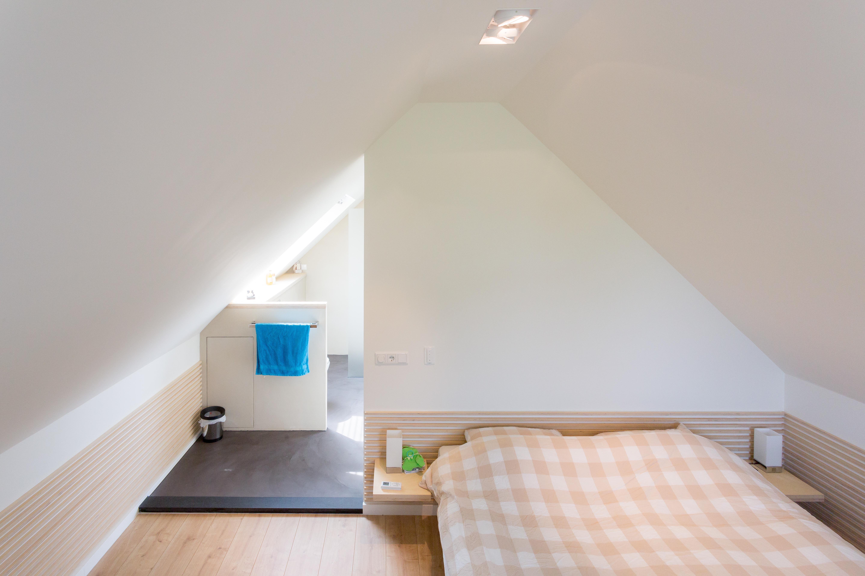Slaapkamer met badkamer op zolder op maat ontworpen en gemaakt - Slaapkamer met badkamer en dressing ...
