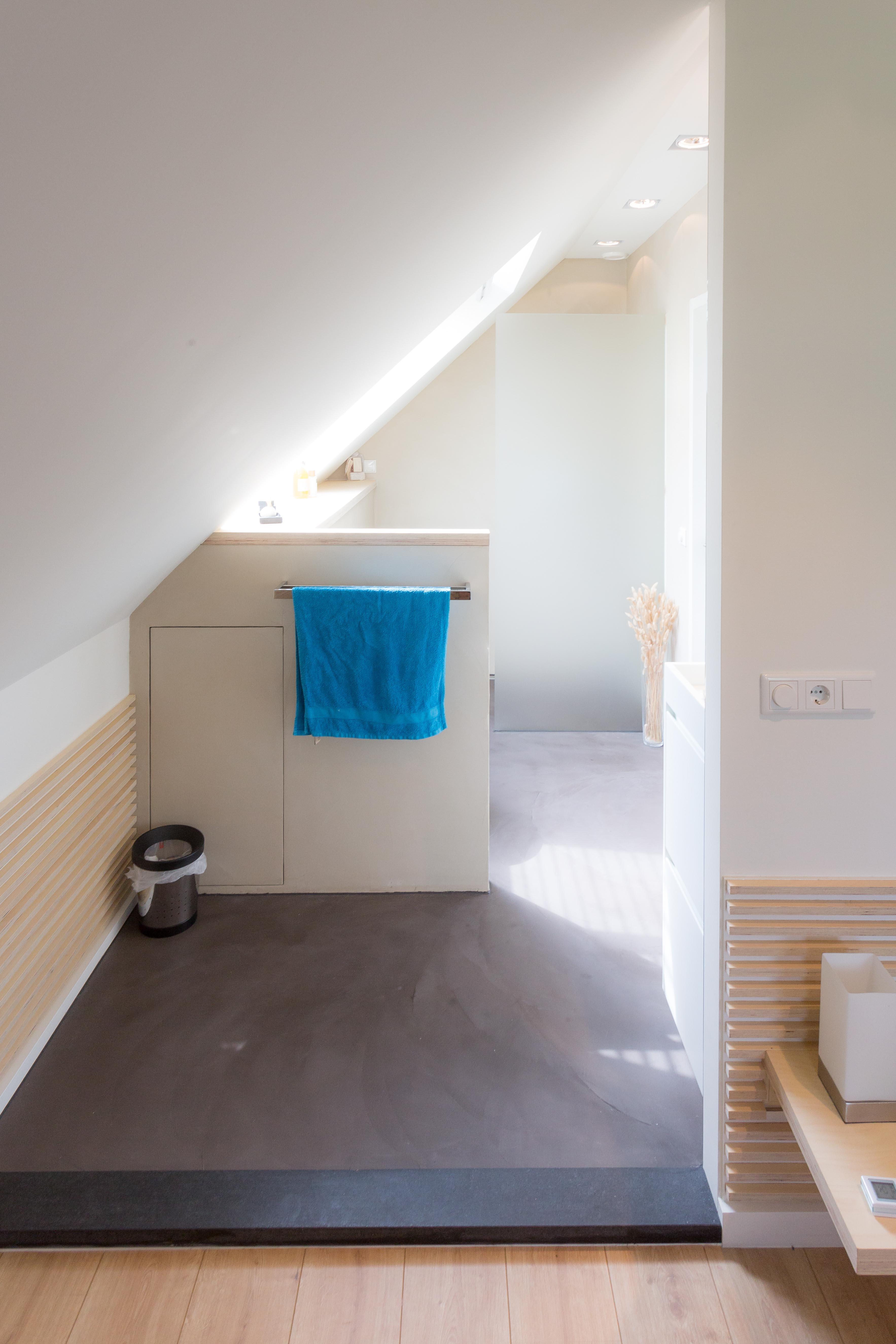 Slaapkamer met badkamer op zolder op maat ontworpen en gemaakt - Slaapkamer op de zolder ...